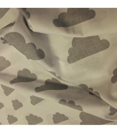 Chmury szare na białym tle